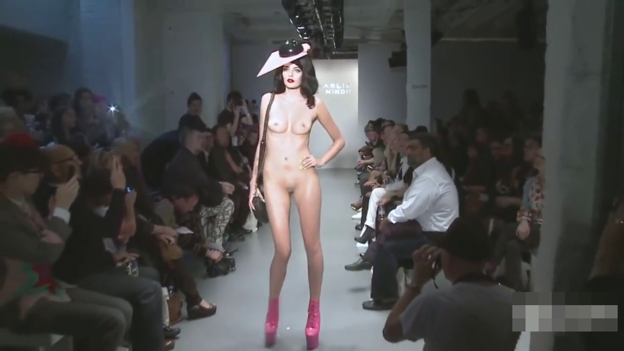 芸術の為全裸になる女たち